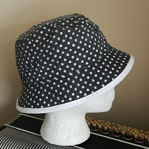 3878f0ee4bf Keds Accessories - NWT - KEDS BLACK   WHITE REVERSIBLE BUCKET HAT